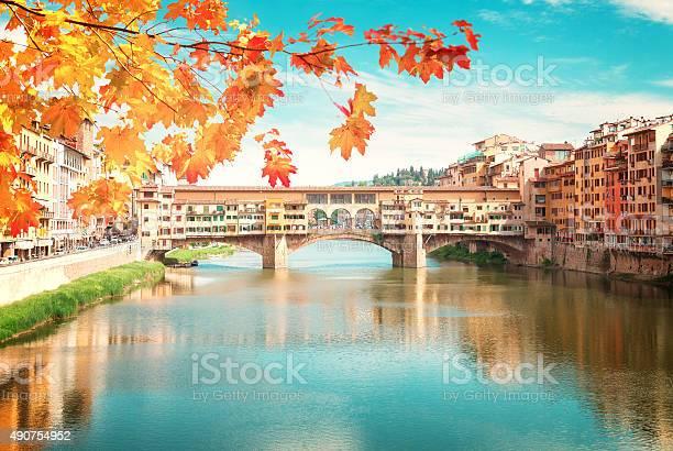Ponte vecchio florence italy picture id490754952?b=1&k=6&m=490754952&s=612x612&h=48diais7ok95ofnpuqqiq a1nbkb9h vtx9js5gfyv4=