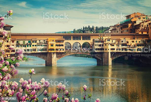 Ponte vecchio florence italy picture id518428362?b=1&k=6&m=518428362&s=612x612&h=0boqpcetjosu2iix0v dbo14ir6 ajaswwy9xocmt i=