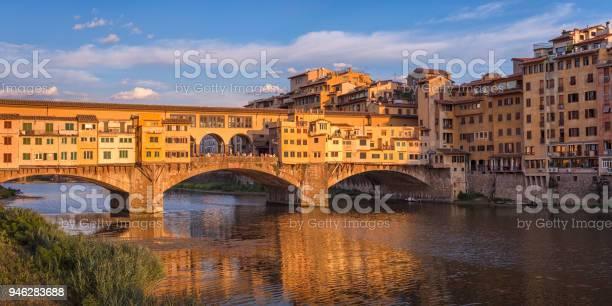 Ponte vecchio florence picture id946283688?b=1&k=6&m=946283688&s=612x612&h=j eu9qrj9sbg4aarm3aitdhpmx cbekufyhfphm5u2w=
