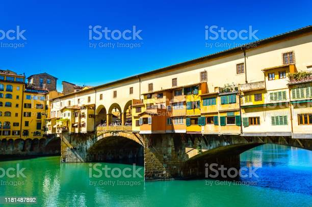 Ponte vecchio or old bridge over the arno river in florence italy picture id1181487892?b=1&k=6&m=1181487892&s=612x612&h=fsjl9pyxwpayh1hax5kbp428zneznuzlepdefmz cm4=