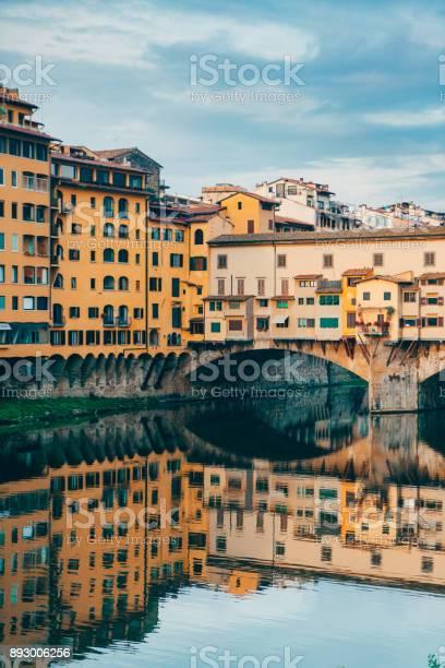 Ponte veccio bridge in florence picture id893006256?b=1&k=6&m=893006256&s=612x612&h=t5c1xa2o r1k 4xsswskhofspy73cjl5vqg1mimb1u8=