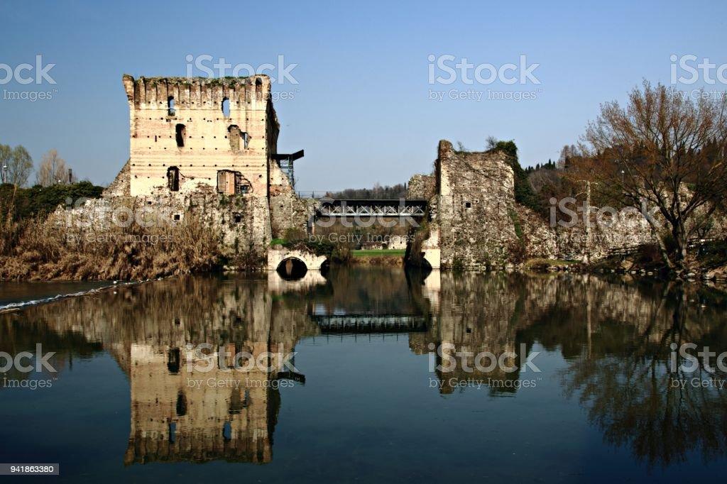 Ponte Visconteo über den Mincio in Valeggio sul Mincio stock photo