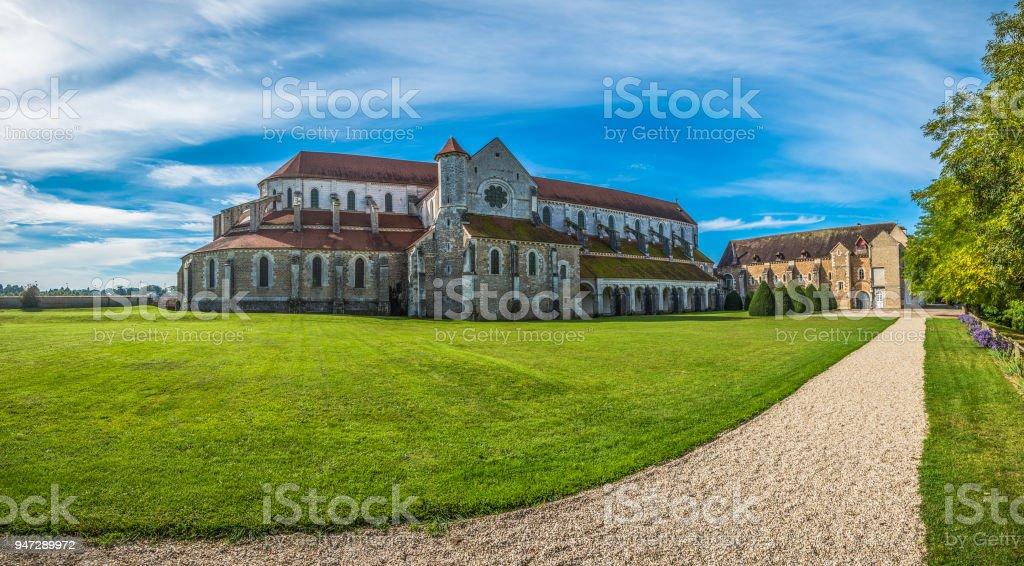 Abbaye de Pontigny en Bourgogne, France - Photo