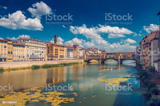 Ponto vecchio bridge in florence picture id931408444?b=1&k=6&m=931408444&s=612x612&h=fujno2miil9obgpuariel4rs9wckr0a3ekqcr3bu vi=