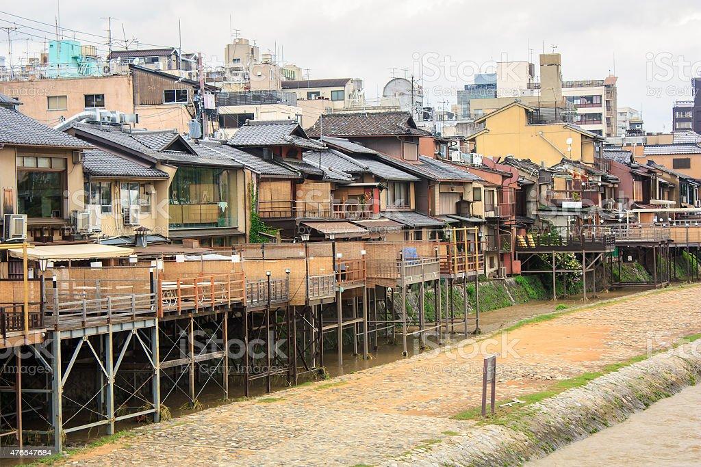 Pontocho Retaurants 、鴨川京都,日本 ロイヤリティフリーストックフォト