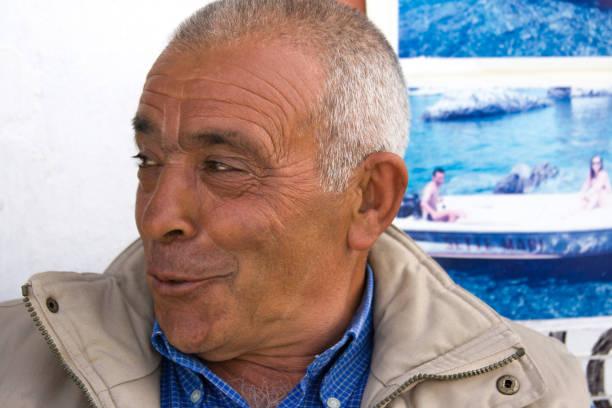ponza, italien: tour boat operator, close-up portrait - senior bilder wasser stock-fotos und bilder