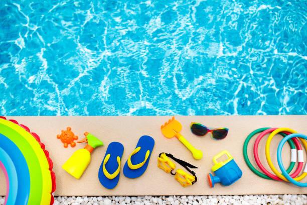 pool and beach items flat lay. summer vacation. - brinquedos na piscina imagens e fotografias de stock