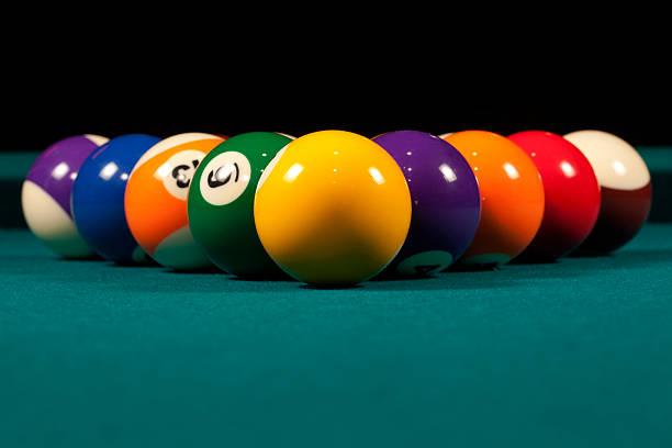 pool-bälle - filzkugeln stock-fotos und bilder