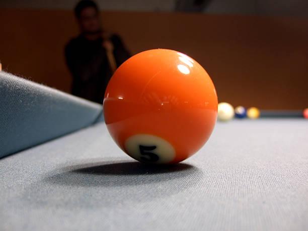 pool billard-spiel - filzkugeln stock-fotos und bilder
