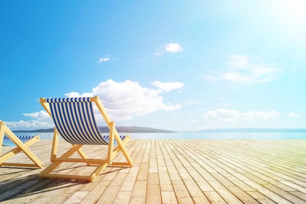 pool-deck mit liegestühlen - sun chair stock-fotos und bilder