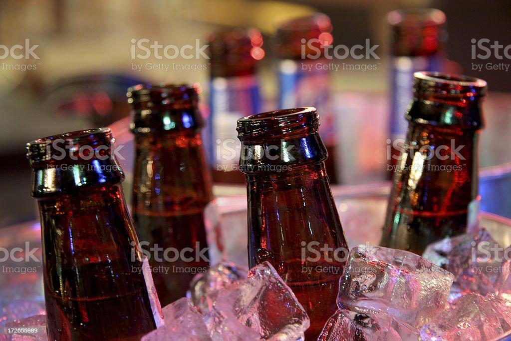 Salão de bilhar série: Balde de cervejas. - foto de acervo