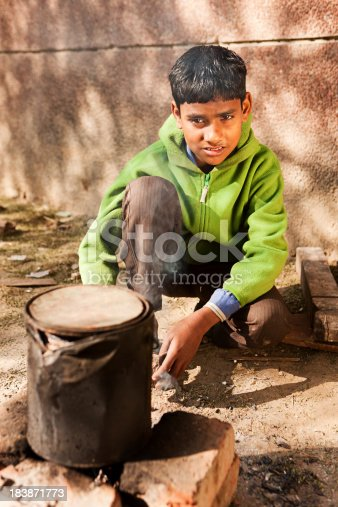 941788480 istock photo Poor Indian boy preparing food on the street of Delhi. 183871773