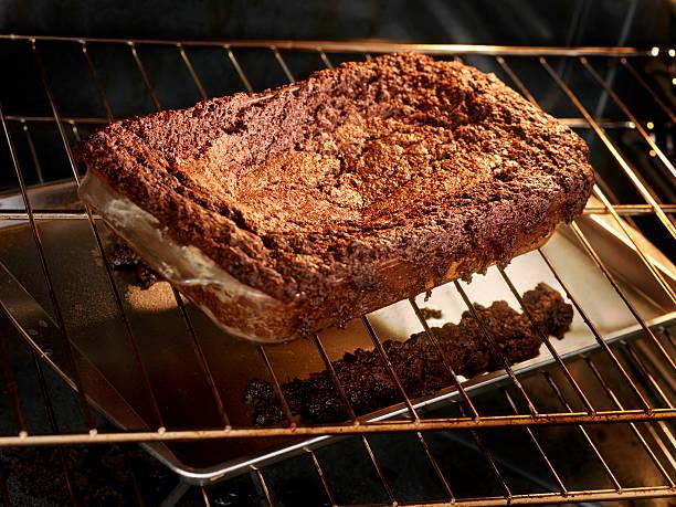 mal feita brownies - burned oven imagens e fotografias de stock