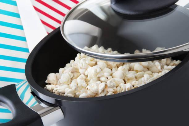 Popcorn und Kochtopf – Foto
