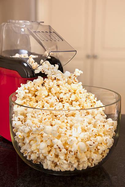 Popcorn und Kaffeemaschine – Foto
