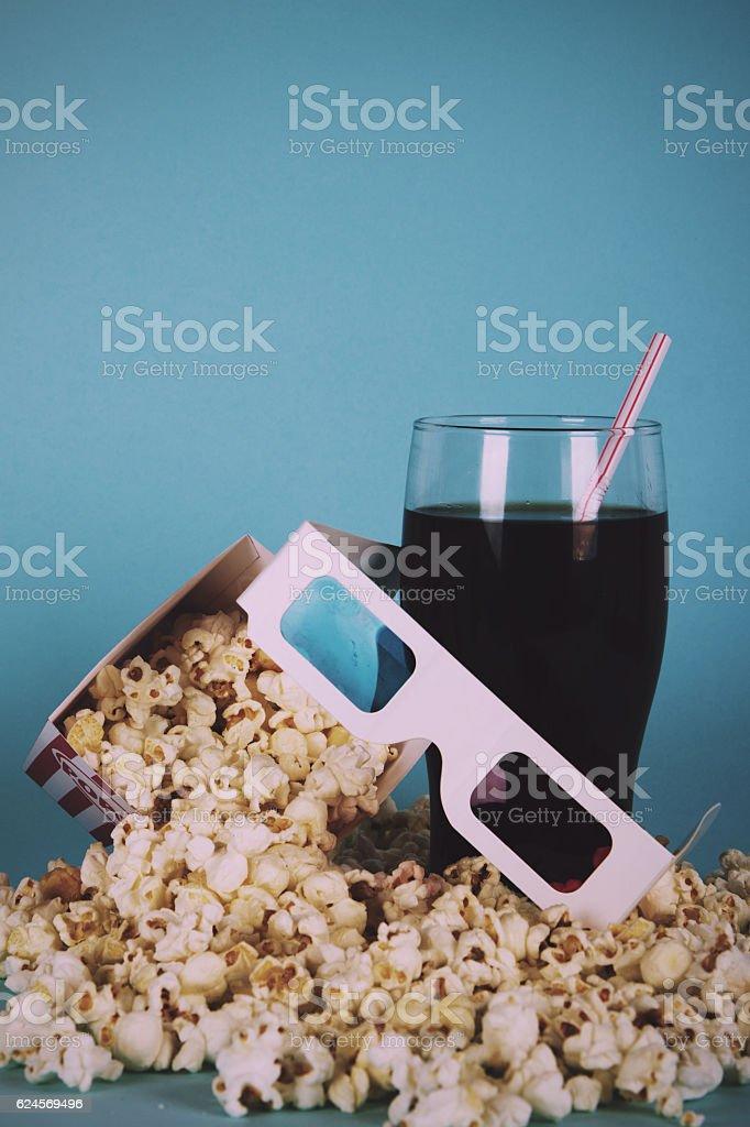 Foto De Popcorn Bucket Against A Blue Background Vintage Retro Filter E Mais Fotos De Stock De Arte Cultura E Espetaculo Istock
