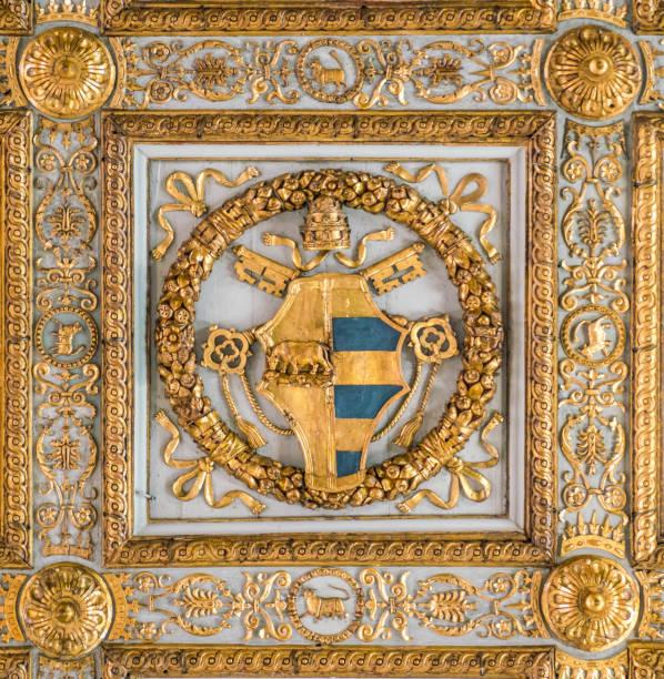 papst alexander vi. von borgia familienwappen in der decke der basilika santa maria maggiore in rom, italien. - römisch 6 stock-fotos und bilder