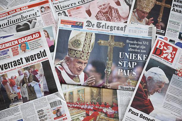 pope benedict xvi kündigt rücktritt # 2 xxxl - papst benedikt xvi stock-fotos und bilder
