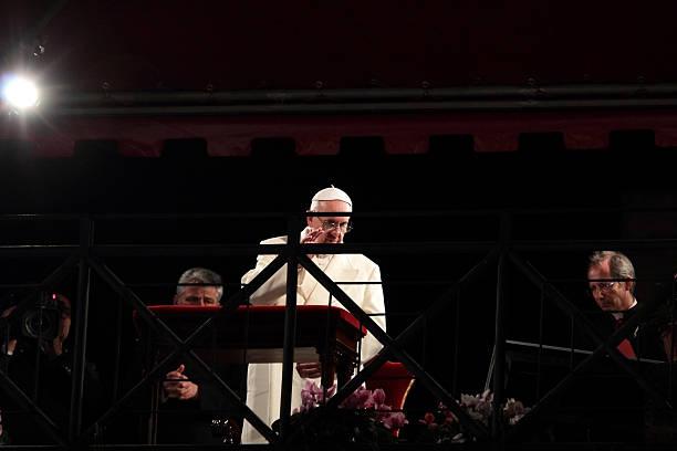 papież franciszek podczas droga krzyżowa w wielki piątek - pope francis zdjęcia i obrazy z banku zdjęć