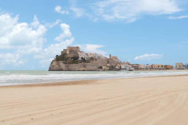 Papst Luna Schloss. Valencia, Spanien. Peniscola. Castell. Die mittelalterliche Burg der Templer am Strand. Schöne Aussicht auf das Meer und die Bucht. – Foto