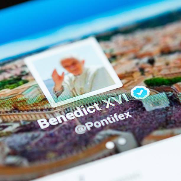 papa su twitter - ratzinger foto e immagini stock