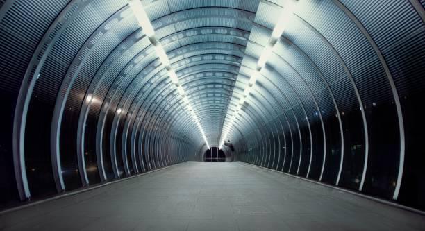 pappel-überführung - tunnel stock-fotos und bilder