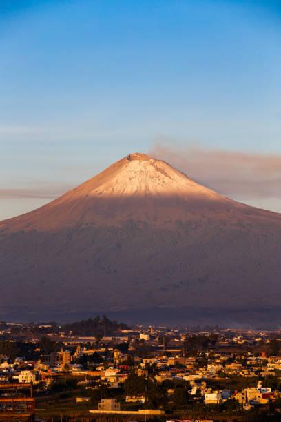 volcán popocatépetl - gerardo huitrón fotografías e imágenes de stock