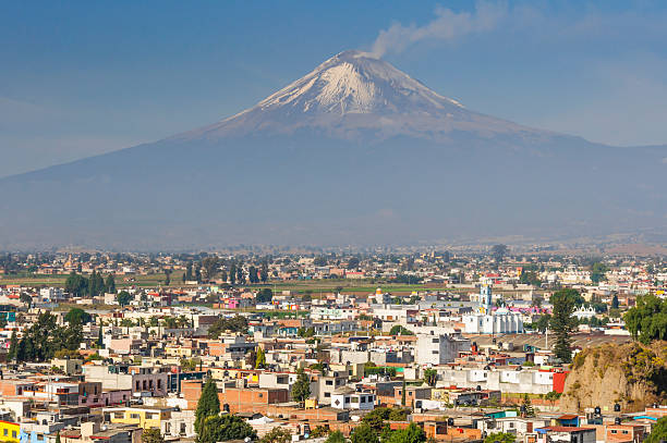 Popocatepetl volcano seen from Cholula (Mexico) Popocatepetl volcano seen from Cholula (Mexico) puebla state stock pictures, royalty-free photos & images