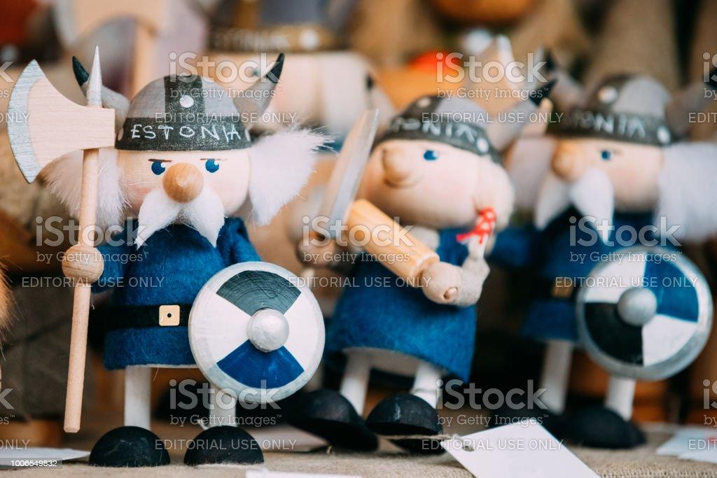 Popuar Souvenirs Ethnic Folk National Wooden Viking Dolls Toys A