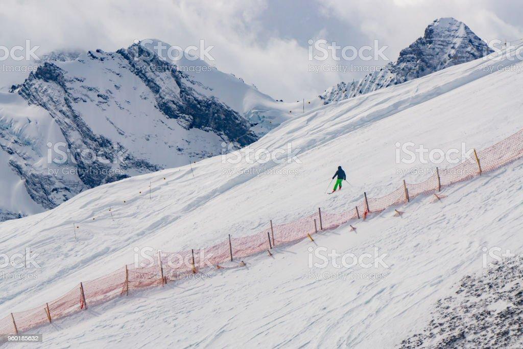 Eine beliebte schnee Ski-Ausflug in die Schweiz im Winter, so gibt es ein Hochgebirge Terrain, schönen und berühmten Destinationen. Alpen Berge von Jungfrau in Europa – Foto