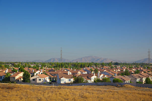 Population Growth in California Many cookie cutter homes show the overwhelming San Bernardino County growth as seen from North bound 15 san bernardino california stock pictures, royalty-free photos & images