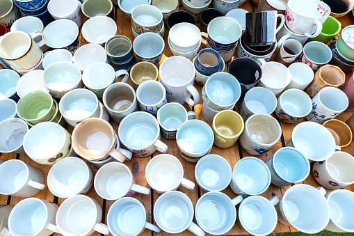 Porcelain tea cups and coffee cups are sold in the beautiful second-hand market