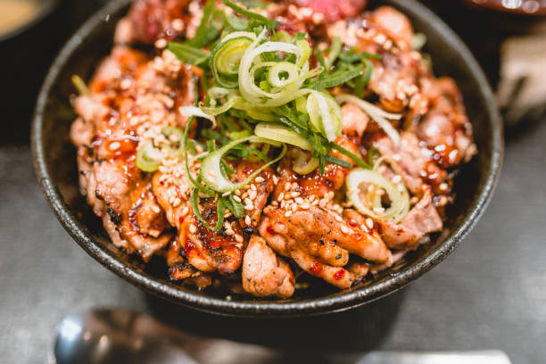 豚肉、牛肉、肉、ご飯、丼 - 丼物 ストックフォトと画像