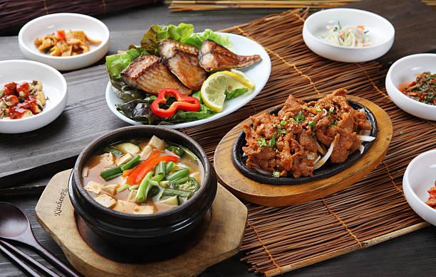 schweinefleisch feuerfleisch & bean paste suppe - mariniertes tofu stock-fotos und bilder
