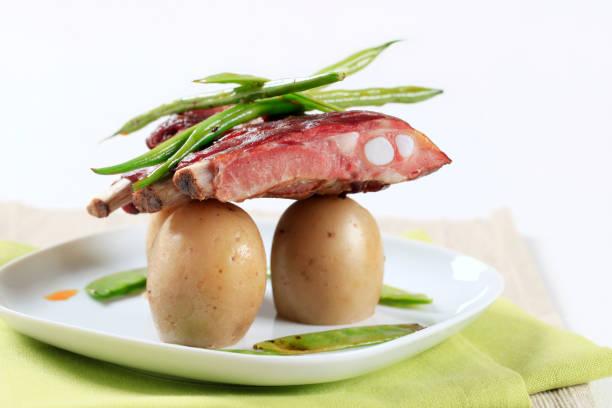 포크 립, 감자와 - 누벨퀴진 뉴스 사진 이미지