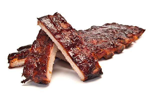 pork ribs smothered in barbecue sauce - rib voedsel stockfoto's en -beelden