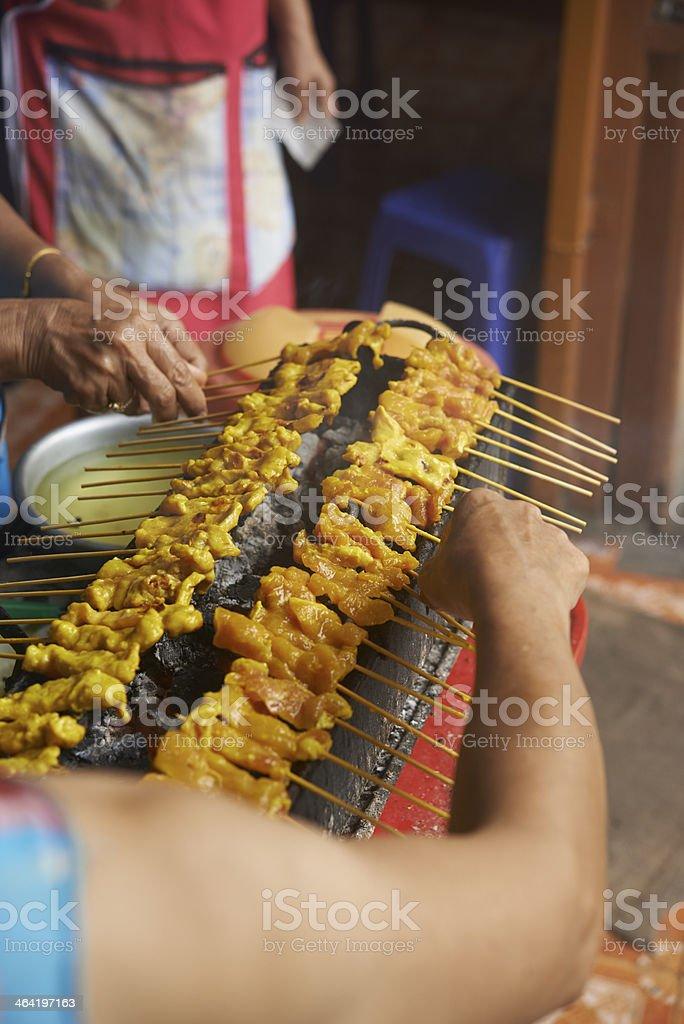 Schweinefleisch-satay mit grill – Foto