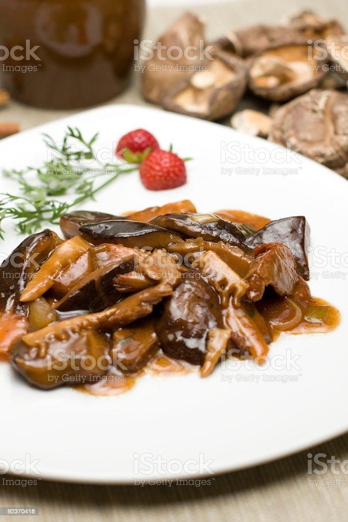 Schweinefleisch mit Pilzen Lizenzfreies stock-foto