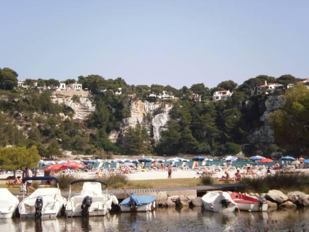 Hafen und Strand von Cala Galdana In Es Migjorn Gran auf Menorca Insel. – Foto