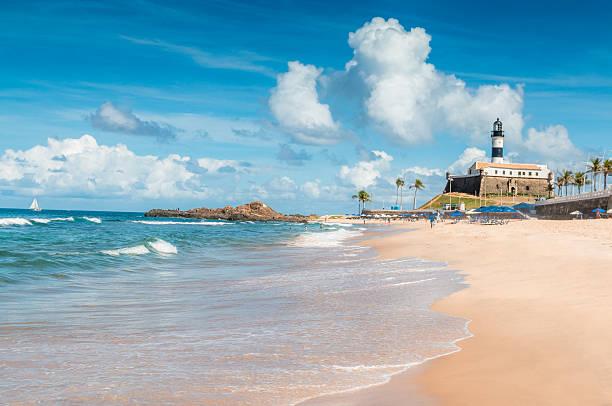 porto da barra beach in salvador, brasilien - kleinere sehenswürdigkeit stock-fotos und bilder