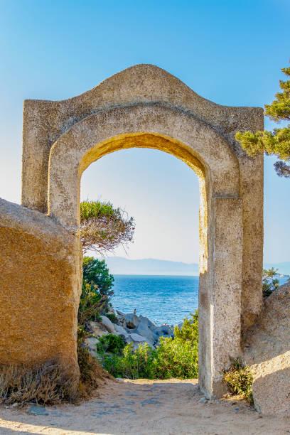 hafen von cala scilla in palau (olbia-tempio, sardinien, italien). - palau sardinien stock-fotos und bilder