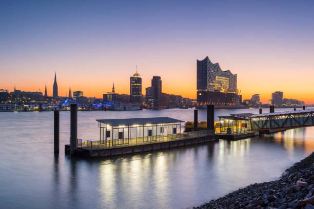 Der Hamburger Hafen am Morgen Hamburg Skyline – Foto