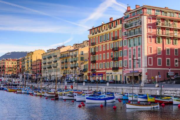 Hafen mit traditionellen Fischerbooten im Zentrum von Nizza – Foto