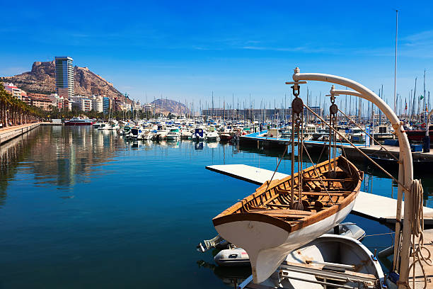 port mit Yachten in Alicante.  Spanien – Foto
