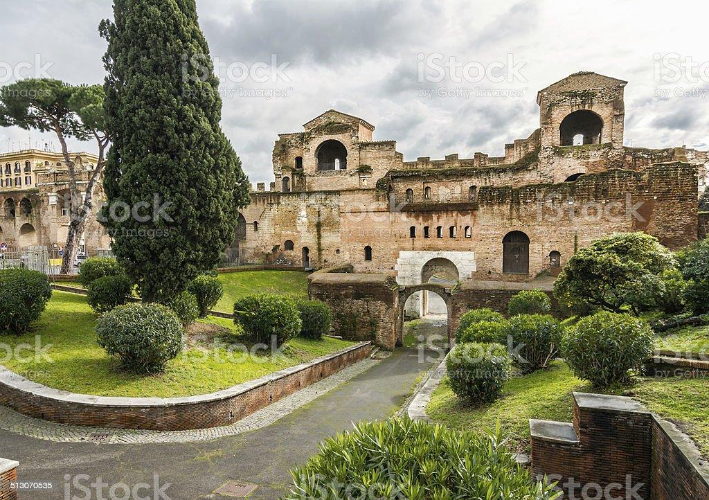 Porta Asinaria e torri di guardia sulla Roma pareti - foto stock