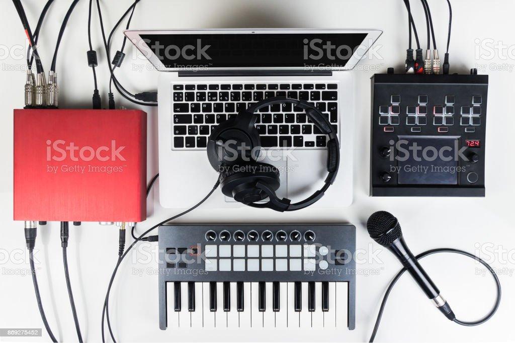 Studio maison musique portable et compact pour la production de