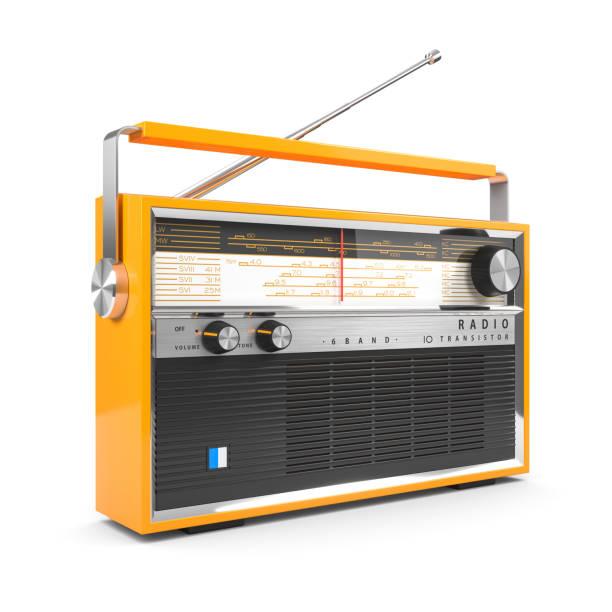 Tragbarer orangefarbener Transistor-Funkempfänger. Isoliert auf weißem Hintergrund 3d – Foto