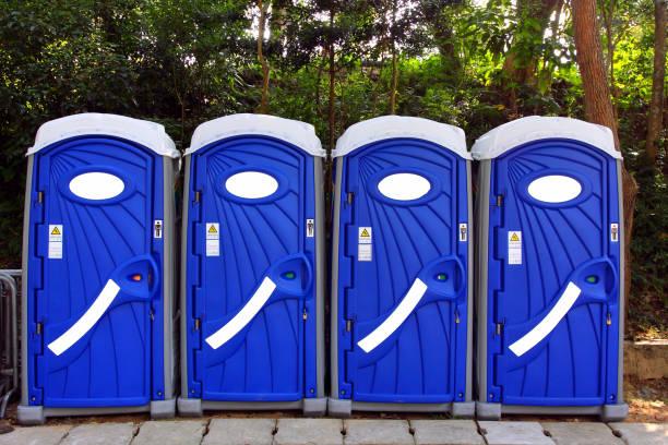 Portable Toilet A Row of Portable Toilets portable toilet stock pictures, royalty-free photos & images