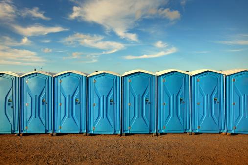 Tragbare Toiletten Stockfoto und mehr Bilder von Baugewerbe