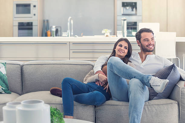 Portait of couple relaxing on the sofa. – Foto